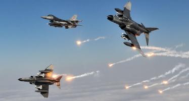 Turkey F-16 Fighting Falcon Using Flares (3)