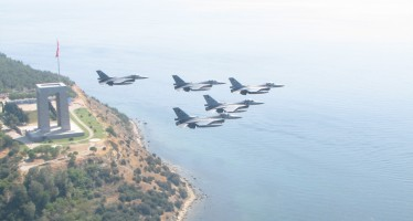 fighter_jets_formation_flying_turkish_air_force_1680x1050_3555