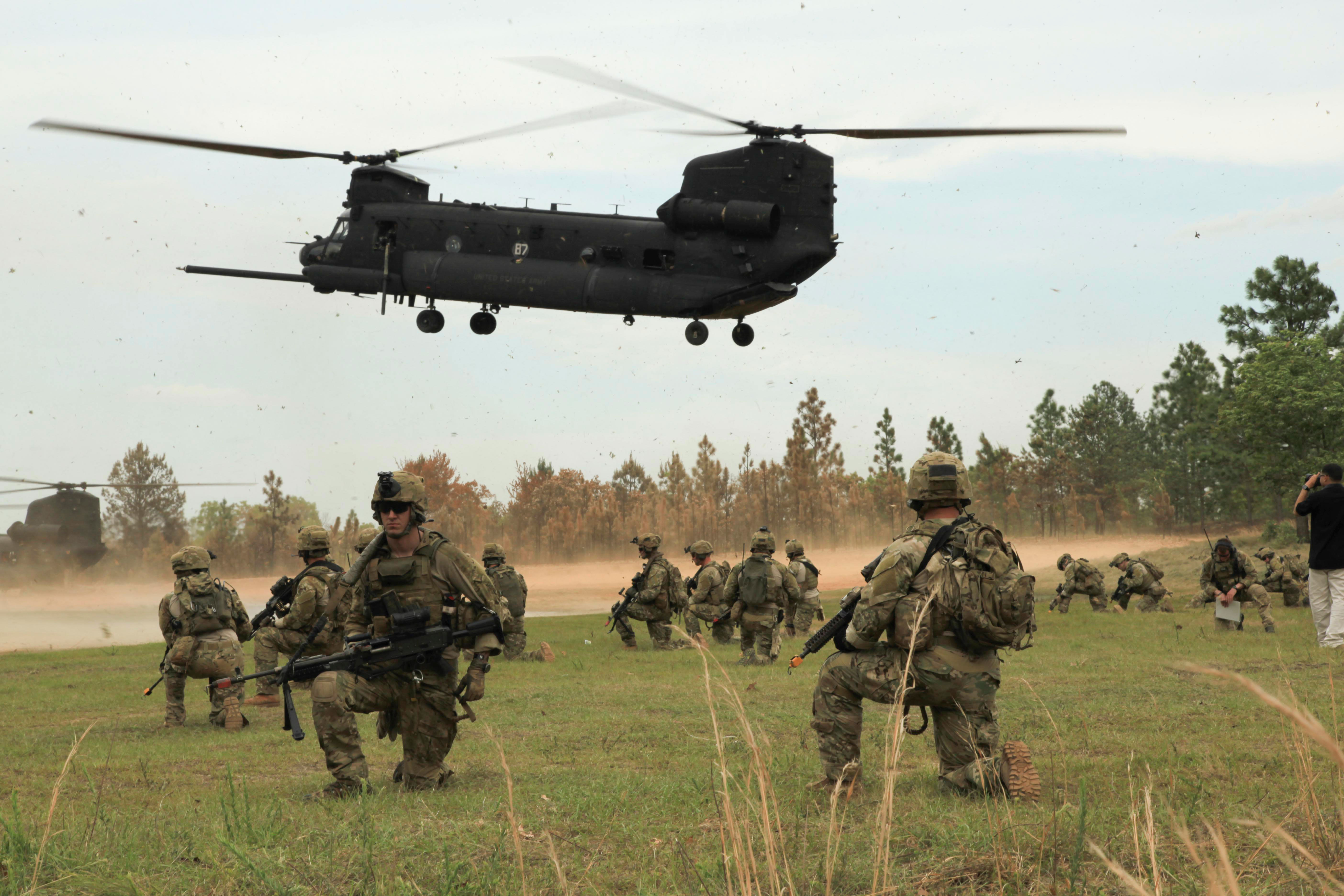 army-rangers-chinook-hr
