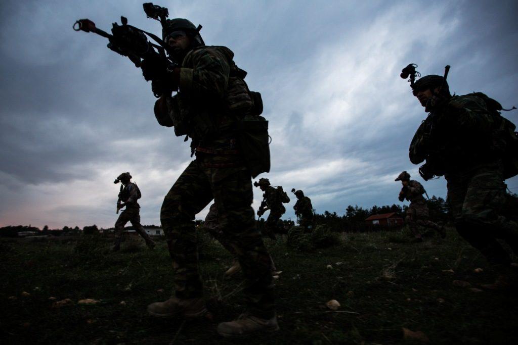Τα Χαράματα επιχείρησαν «SEALS των ΗΠΑ μαζί με Κομάντος του ΕΤΑ»! (Απίθανες Φώτο)