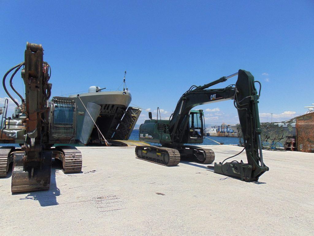 Αρματαγωγό του ΠΝ με Μηχανήματα του «ΜΧ»…Απέπλευσε για το Λιμάνι της Θάσου!