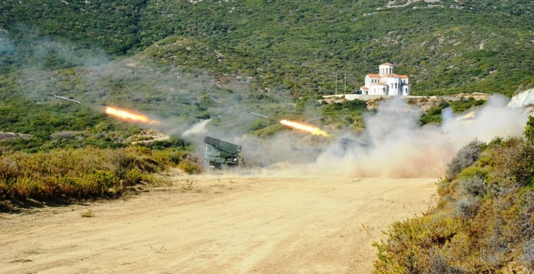 Το βρόντηξαν οι Πυροβολητές του Δ' Σ.Σ…Βολές RM-70 στο Π.Β. «Πετρωτών»…