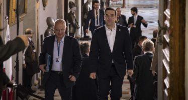 (Ξένη Δημοσίευση) Ο πρωθυπουργός Αλέξης Τσίπρας (Δ) προσέρχεται στην άτυπη σύνοδο των Αρχηγών Κρατών και Κυβερνήσεων της ΕΕ που πραγματοποιείται στην Μάλτα, Παρασκευή 3 Φεβρουαρίου 2017. ΑΠΕ-ΜΠΕ/ΓΡΑΦΕΙΟ ΤΥΠΟΥ ΠΡΩΘΥΠΟΥΡΓΟΥ/Andrea Bonetti