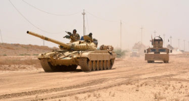 Iraqi government forces drive a tank on June 22, 2016 some 40 kilometers (25 miles) west of Qayyarah, during their operation to take the city and make it a launchpad for Mosul.    Qayyarah, which has an airfield, lies across the River Tigris from the main base for pro-government forces in the Kurdish-controlled area of Makhmur. It is some 60 kilometres (35 miles) south of Mosul. Forces working their way up from the south along the Tigris also revived a stalled offensive, security officials in the Salaheddin province said. / AFP PHOTO / Mahmud Saleh