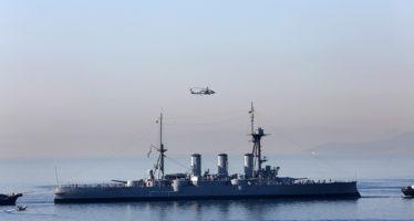 Το θωρηκτό ΑΒΕΡΩΦ διακρίνεται από την Πειραϊκή, ρυμουλκούμενο προς τα ναυπηγεία Σκαραμαγκά, Τετάρτη 26 Απριλίου 2017. ΑΠΕ - ΜΠΕ/ΑΠΕ - ΜΠΕ/Αλέξανδρος Μπελτές