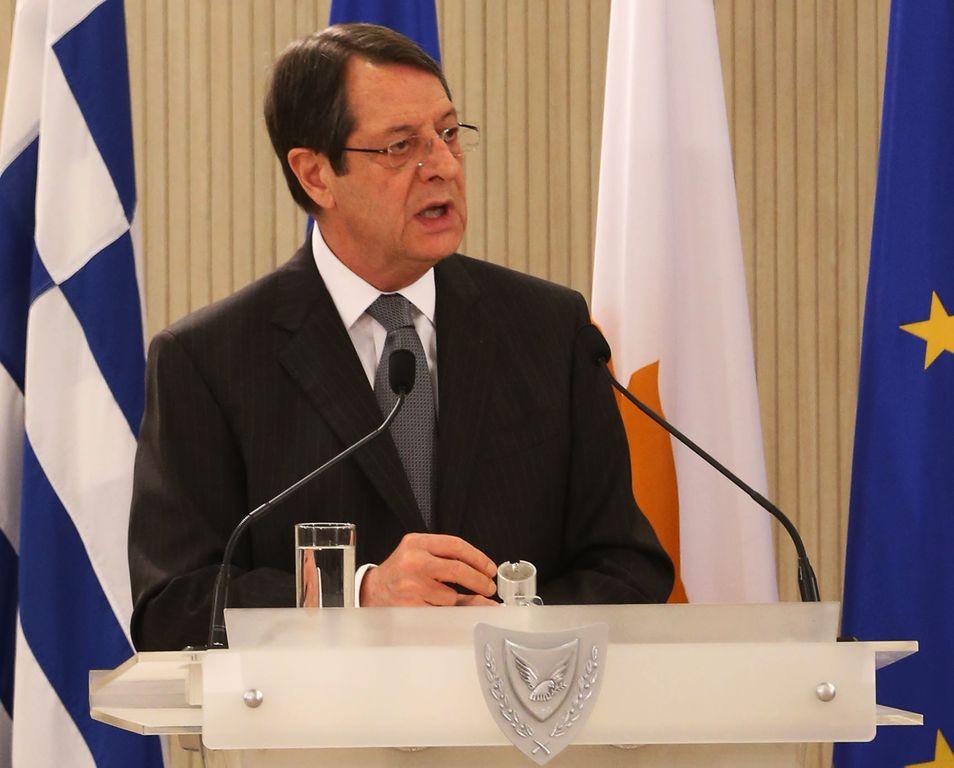 Ο Πρόεδρος της Δημοκρατίας της Κύπρου Νίκος Αναστασιάδης μιλάει σε επίσημο δείπνο που πραγματοποιήθηκε προς τιμήν του Πρωθυπουργού της Ελλάδας Αλέξη Τσίπρα (ΔΕΝ ΔΙΑΚΡΙΝΕΤΑΙ), στο Προεδρικό Μέγαρο, στην Λευκωσία, την Δευτέρα 2 Φεβρουαρίου 2015. Ο κ. Α. Τσίπρας πραγματοποιεί μονοήμερη επίσκεψη στην Κύπρο όπου θα έχει διμερείς συνομιλίες. ΑΠΕ-ΜΠΕ/PIO/Χριστος Αβρααμιδης