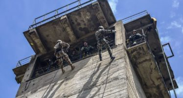 Fast rope and rappelling training between Greek and U.S. Paratroopers