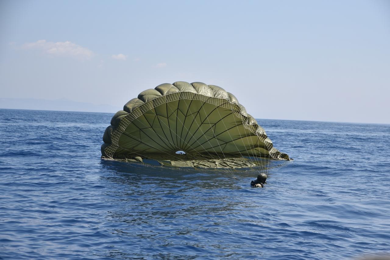 Τελικά η Κύπρος είναι πολύ κοντά …Έπεσαν στα νερά της Κύπρου τα Ελληνικά Κομάντο !(φώτο)