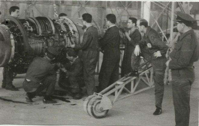 4_F-84F_kasteli