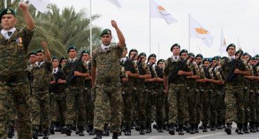 Η Κύπρος γιόρτασε σήμερα την 55η επέτειο της ανακήρυξης της ανεξαρτησίας της με στρατιωτική παρέλαση, το χαιρετισμό της οποίας δέχθηκε ο Πρόεδρος της Δημοκρατίας Νίκος Αναστασιάδης, πλαισιούμενος από τη θρησκευτική, πολιτική και στρατιωτική ηγεσία, τοπικές αρχές και άλλους φορείς, Λευκωσία 01 Οκτωβρίου 2015.ΚΥΠΕ/ΚΑΤΙΑ ΧΡΙΣΤΟΔΟΥΛΟΥ