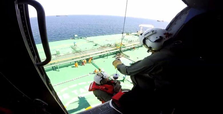 S70B Aegean Hawk του ΠΝ σε αεροδιακομιδή από δεξαμενόπλοιο ! (vid)