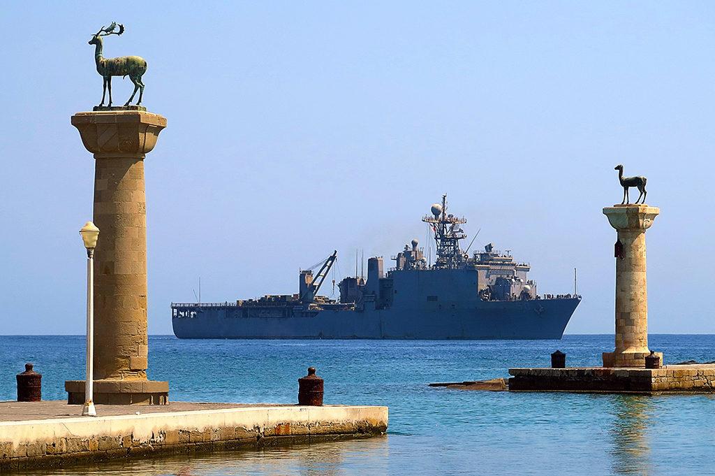 Η ΤΠΚ ΒΟΤΣΗΣ (P-72)…Εν Όρμω με το USS CARTER HALL (LSD 50) στο Λιμάνι της Ρόδου!