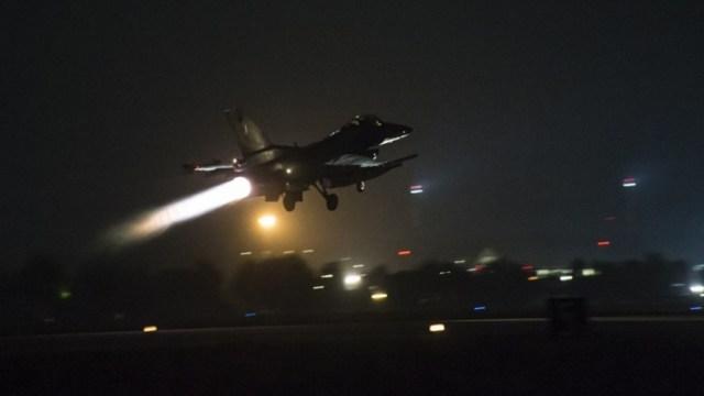 Αποτέλεσμα εικόνας για νυχτερινη πτήση ζευγος F16