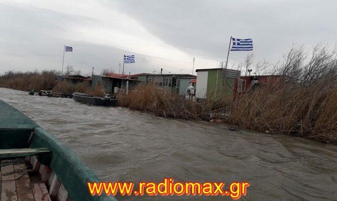 Γέμισαν απο Γαλανόλευκες Σημαίες οι Καλύβες στο Δέλτα του Ποταμού Έβρο! (φωτό)