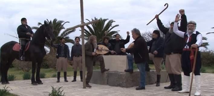 Πότε θα κάνει Ξαστεριά … Ξεσπά ο Ψαραντώνης στο τάφο του Καζαντζάκη! (video)