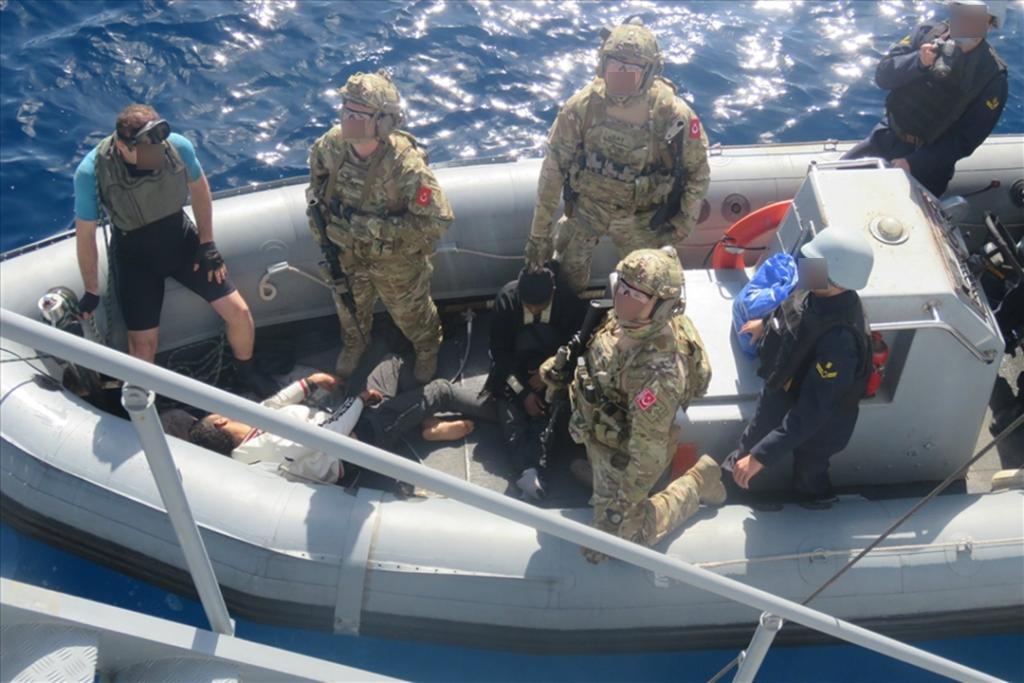 Τούρκοι Κομάντος της SAT…»Υποδέχονται» με τα Όπλα τους λαθρομετανάστες στη Μεσόγειο 1
