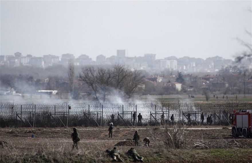 Έβρος: Δίχως τέλος τα επεισόδια στις Καστανιές – «Βροχή» τα δακρυγόνα που εκτοξεύουν οι Τούρκοι (vid) 1