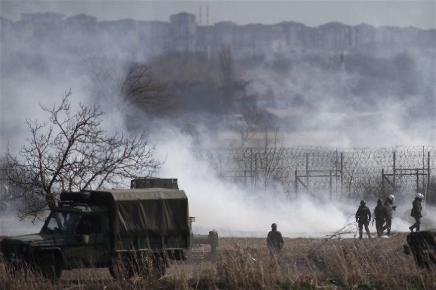 Έβρος: Δίχως τέλος τα επεισόδια στις Καστανιές – «Βροχή» τα δακρυγόνα που εκτοξεύουν οι Τούρκοι (vid) 2