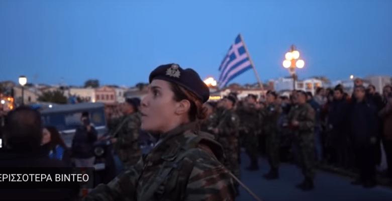Σείστηκε το νησί στην Υποστολή της Σημαίας (video) …Πάγωσαν άπαντες από τις Εντολές της Διμοιρίτισσας !!