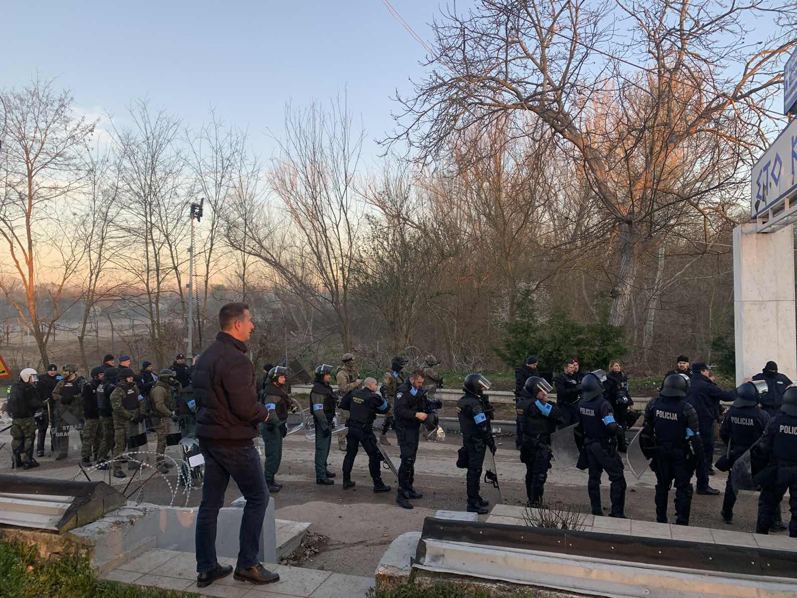 Από τα Χαράματα άρχισαν να αναπτύσσονται και  οι Δυνάμεις της Frontex στις Καστανιές 1