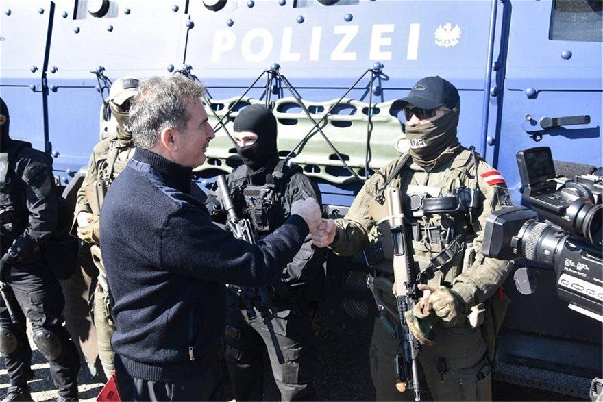 Χρυσοχοΐδης στον Έβρο: Δεν θα περάσει κανείς γιατί εδώ αρχίζουν τα σύνορα της Ευρώπης (vid) 2