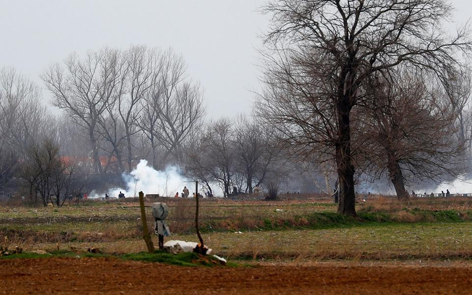 Έβρος Ντοκουμέντο: Η τουρκική αστυνομία εκτοξεύει δακρυγόνα στο ελληνικό έδαφος (vid) 1