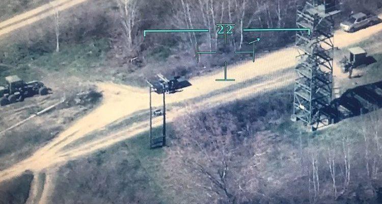 Τούρκοι Αξιωματικοί έσπασαν στο ξύλο τον Χειριστή του Drone …Που  Καταρρίφθηκε στον Έβρο 2