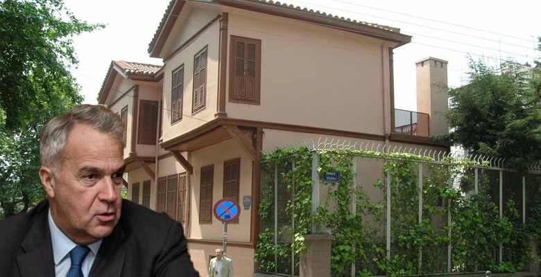 """Ο Τουρκικός Τύπος και το """"παιδάκι του ΚΙΝΑΛ"""" ... Επιτίθεται στον ..."""